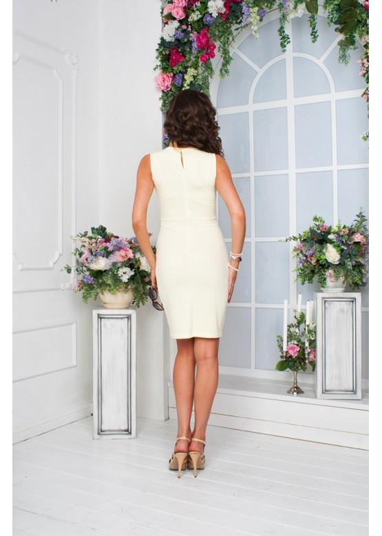 Платье приталенное молочного цвета