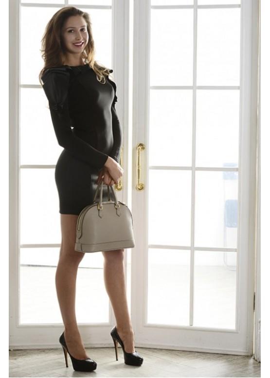 Платье классическое черное приталенное с необычным оформлением горловины и плеч