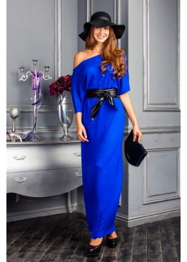 Платье свободного кроя в пол ярко синее с открытым плечем